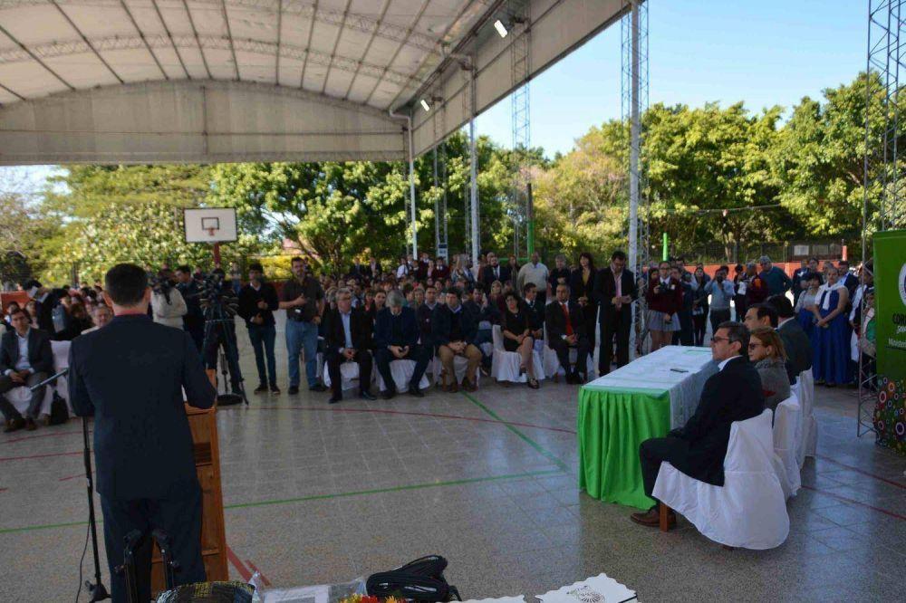 Valdés inauguró refacciones en dos colegios y la ampliación de la planta potabilizadora