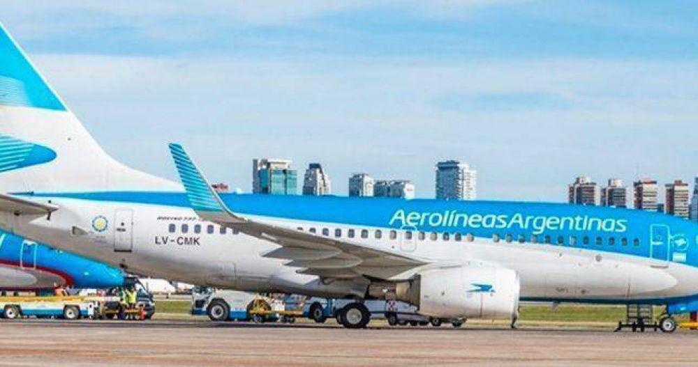 El Gobierno vuelve a la reforma laboral por sector y va por los convenios de los aeronáuticos