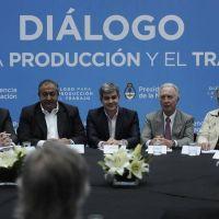 El Gobierno negocia un acuerdo con empresarios y sindicalistas