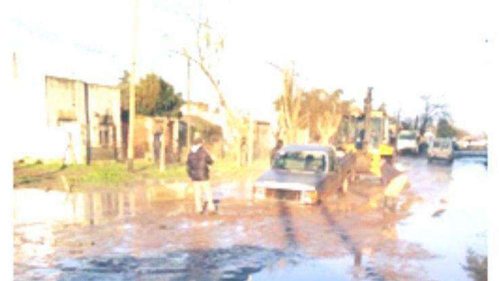 La rotura de un caño provocó anegamiento de un sector de calle Colombia y dejó sin agua a varios barrios