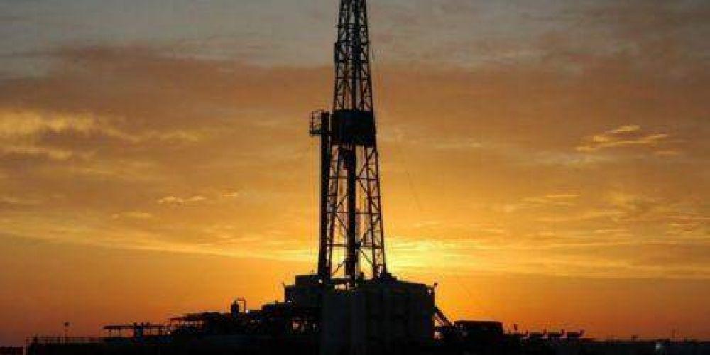El petróleo se recupera modestamente tras una dura caída