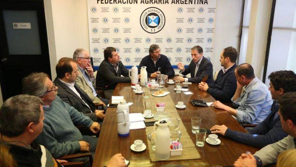 Intendentes peronistas, de visita en Federación Agraria