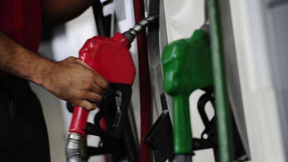 Aumento de combustibles: ¿Conviene siempre cargar nafta premium?