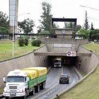 Advierten a conductores de camiones excedidos en altura