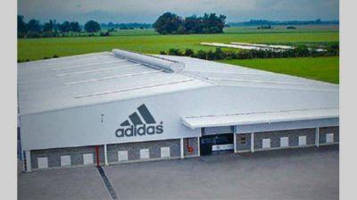 Planta que fabrica Adidas licencia a 600 empleados