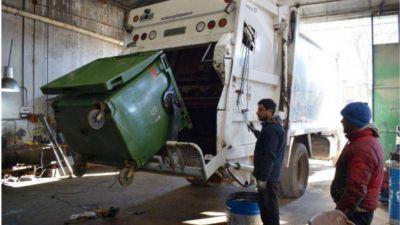 Se adaptan camiones recolectores y distribuyen cestos de residuos para conservar la limpieza en el espacio público