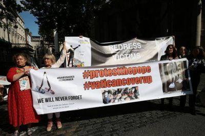 Vuelven las intrigas al Vaticano con una explosiva carta que pide la renuncia de Francisco