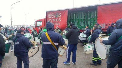 Camioneros paraliza los centros de distribución de Coca Cola