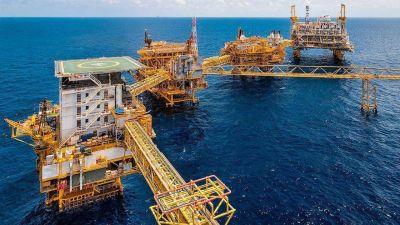 Petróleo sube por demanda China y menor oferta iraní