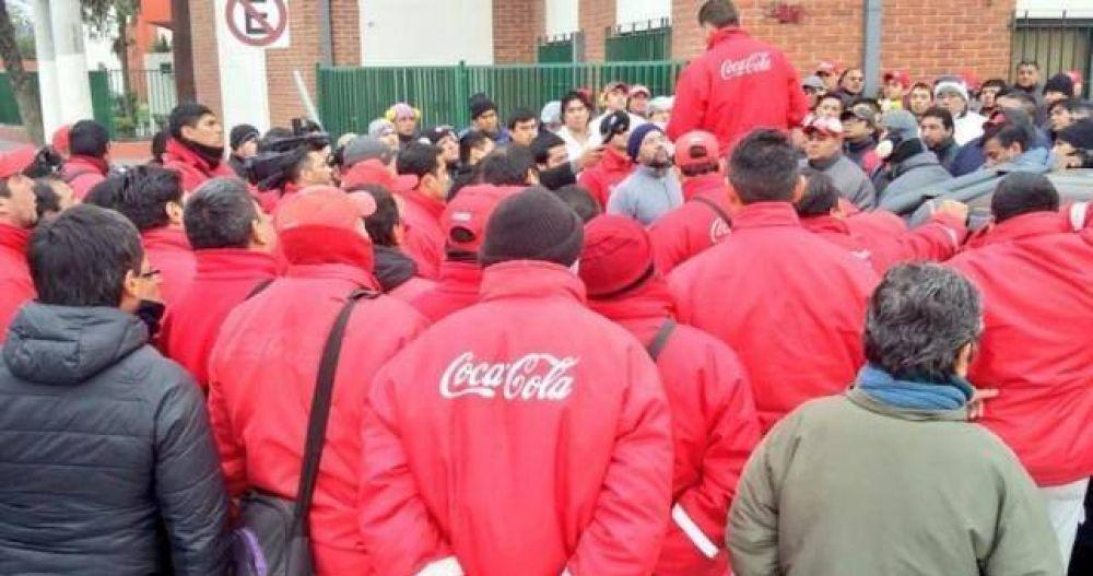 Con el retorno a la actividad de Pablo Moyano, camioneros paraliza la distribución de Coca Cola