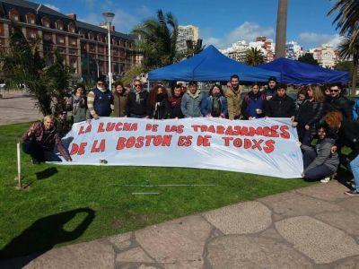 Marina Santoro y dirigentes de la CGT, juntos con los trabajadores despedidos de la Bostón