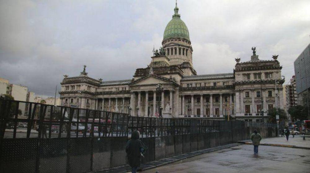 Diputados proponen retirar los símbolos religiosos en edificios públicos