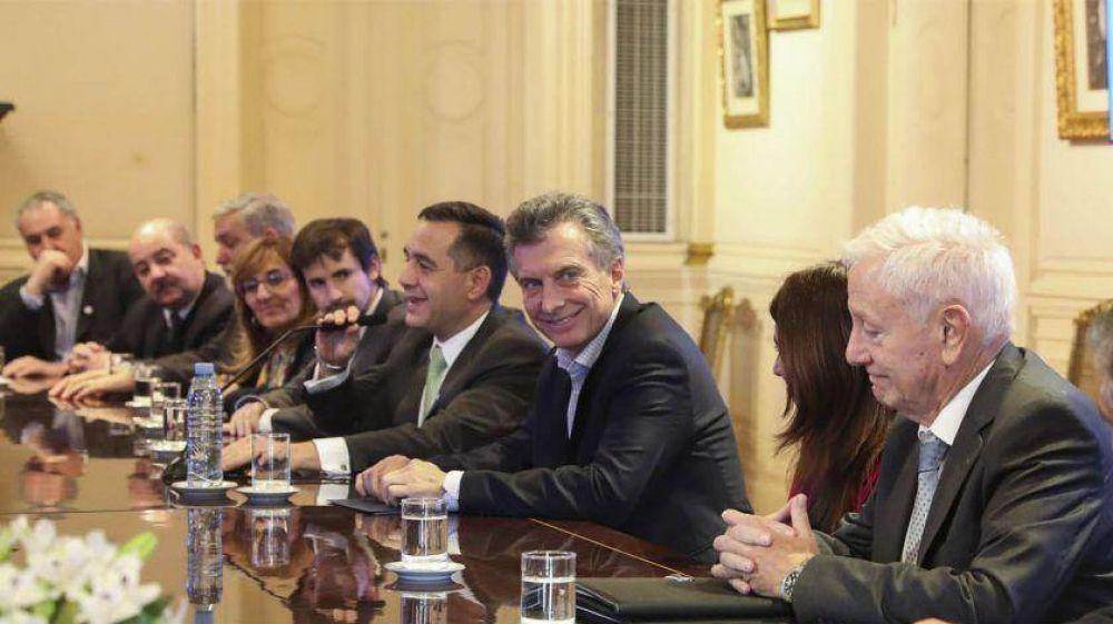 Macri recibió a los rectores de universidades y dijo que el techo del 15%