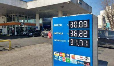 Senadores insisten con un precio uniforme en todo el país para los combustibles YPF