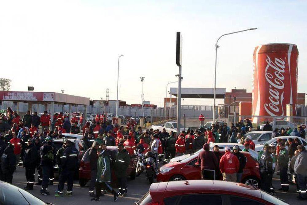 Camioneros: segundo día de paro en Coca Cola y marcha por una multa de $ 300 millones