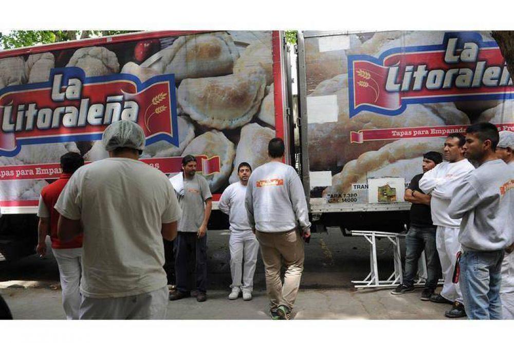 Los trabajadores de La Litoraleña lograron frenar el remate pero continúan en alerta