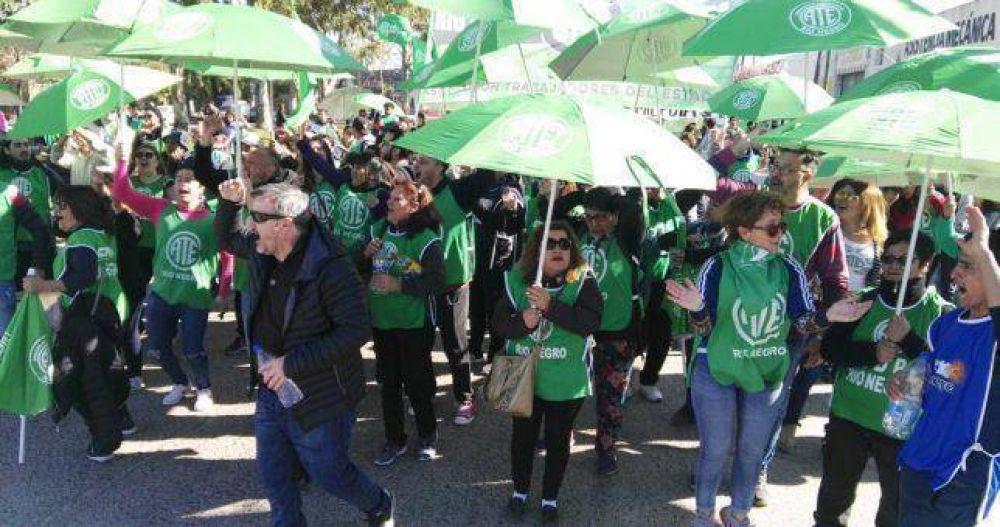 Todo el arco sindical paraliza Río Negro contra la política económica de Macri