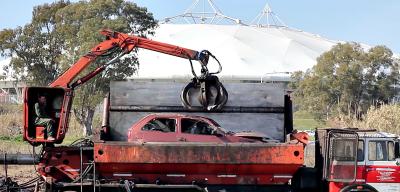 Compactan 1600 vehículos abandonados para transformarlos en material reutilizable