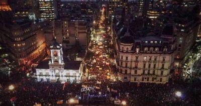 Una multitud marchó contra el ajuste a las universidades nacionales