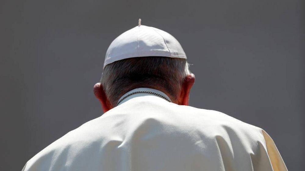 """Los """"ataques despiadados"""" de """"intereses mezquinos"""" contra el Papa"""