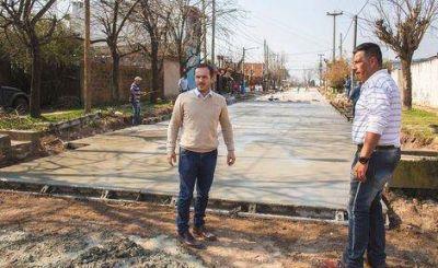 Héroes de Malvinas: ahora el pavimento avanza por las calles Barlaro y Melo