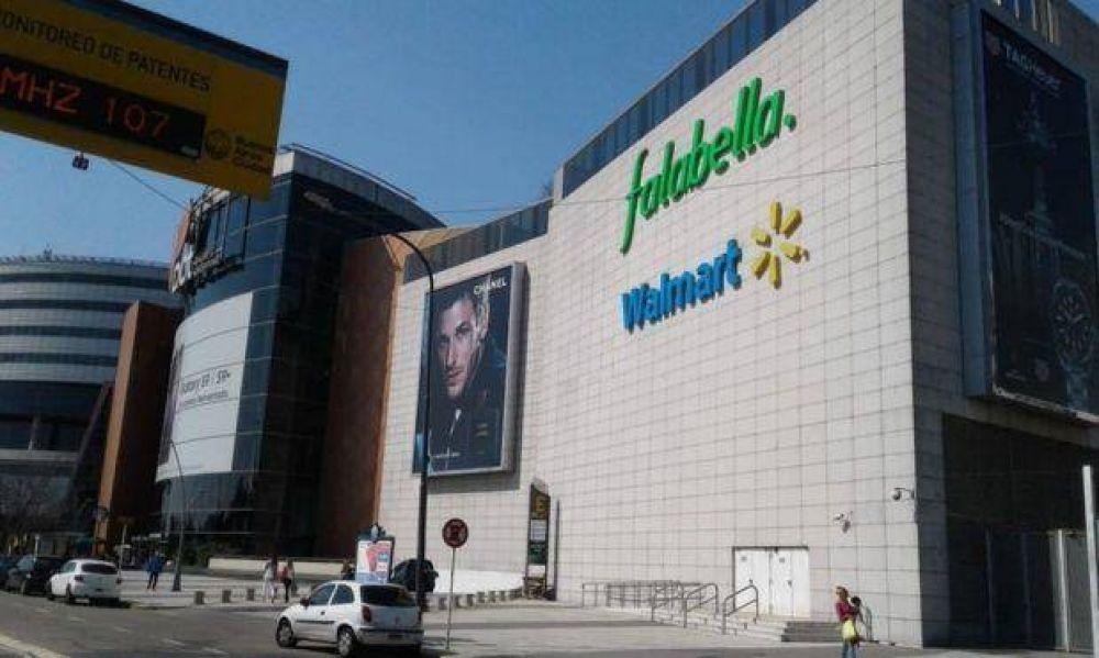 Primero Carrefour, ahora Walmart, los supermercados golpeados por el dólar y la caída del gasto, se achican