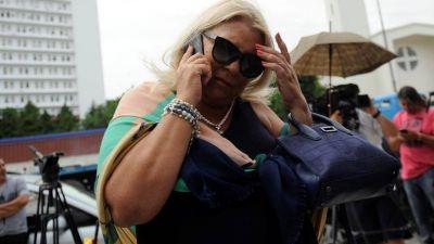 Mesa chica en Olivos, Elisa Carrió al teléfono y un invitado sorpresa