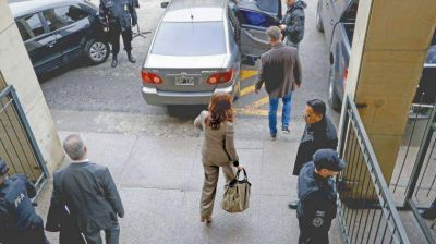 Cristina vuelve a Tribunales y Bonadio se prepara para dictar su procesamiento
