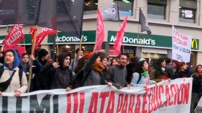 Universitarios se reúnen con el Gobierno para intentar cerrar la paritaria