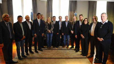 La nueva liga de gobernadores explora un perfil anti Macri pero no K