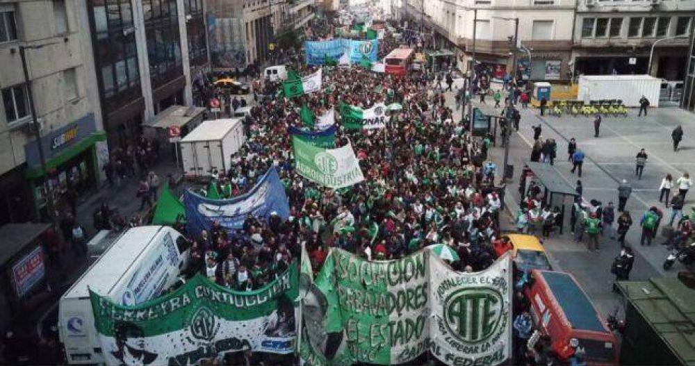 Una multitud rechazó los despidos en Agroindustria