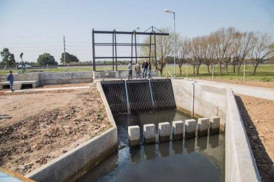 Molina recorrió la obra hidráulica de Villa Alcira, que está en su etapa final