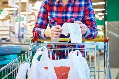 Afirman que por la devaluación, supermercados y mayoristas remarcan precios un 15%