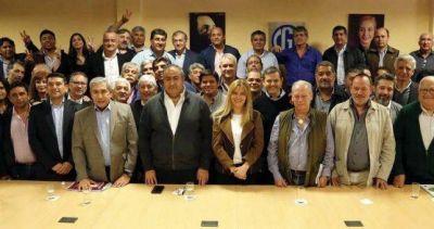 La CGT, el grupo Lezica y la CTA respaldaron el reclamo de los intendentes