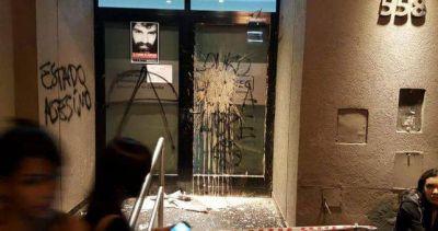 Atacaron la sede del gremio docente cordobés cuando proyectaban el documental de Maldonado