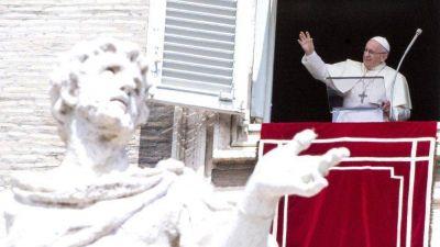 Ángelus del Papa: «Jesús enseña a hacer el bien sin clamores ni ostentación»