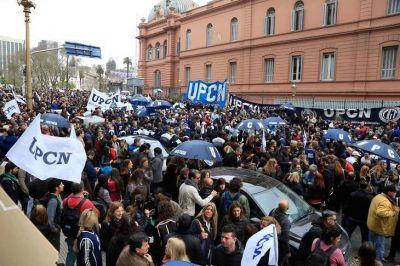 Trabajadores de UPCN se concentraron frente al Ministerio de Hacienda