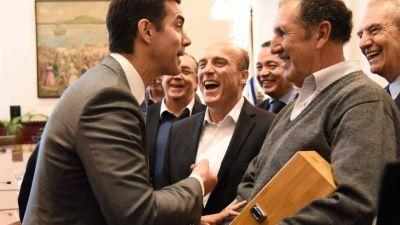 Urtubey se muestra con líderes de la región y planea una interna con Massa