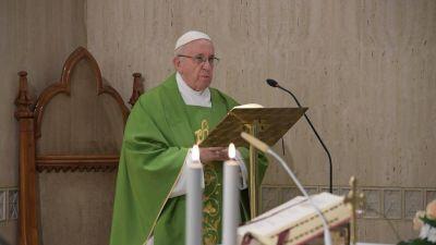 """El Papa: parece que el """"Gran Acusador"""" se las trae con los obispos"""