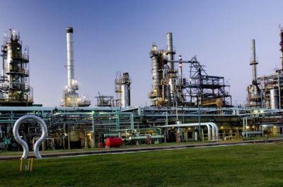 YPF, Lukoil y Trafigura van por la compra de Oil Combustibles