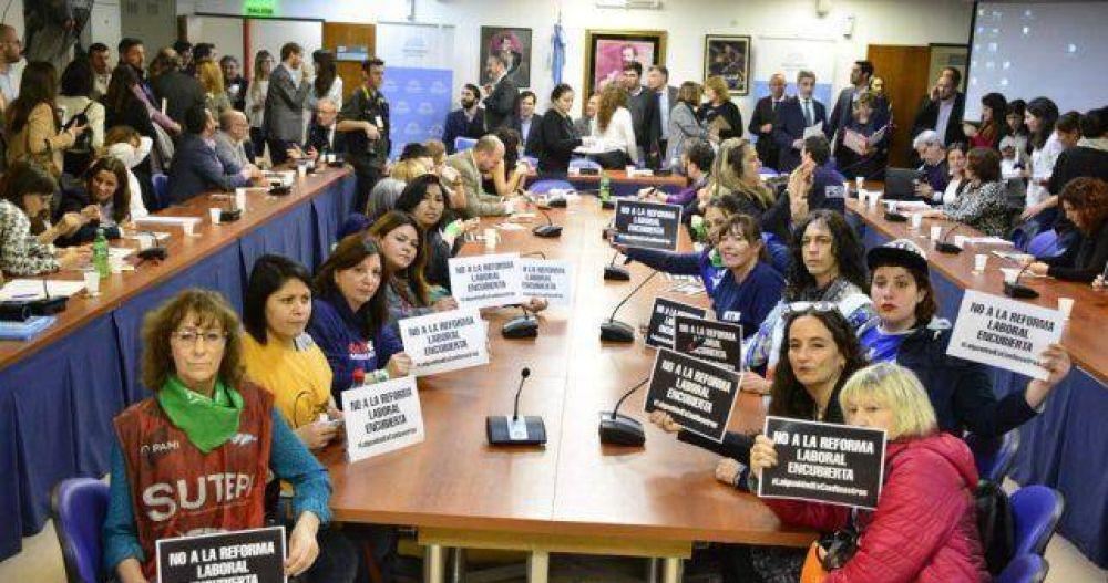 Mujeres Sindicaslistas denunciaron una reforma laboral encubierta en el proyecto oficial de paridad salarial