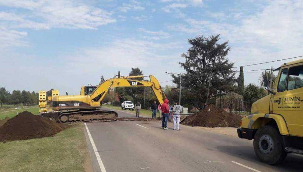 Obras en cruces pluviales en el camino a la Laguna