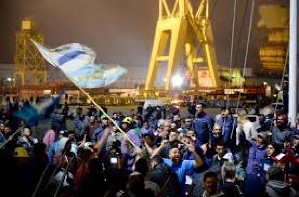 Vidal se comprometió a enviar insumos y levantaron la toma del astillero Río Santiago