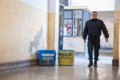 Basura Cero en Sierra Chica: presos fabrican escobillones, briquetas y vasos con residuos