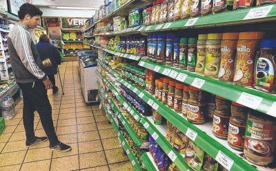 Gaseosas, snacks y carnes, entre lo que más se restringe el consumo hogareño