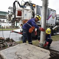 Desobstruyen desagüe pluvial en avenida Maipú para evitar futuras inundaciones