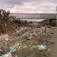 La costanera del río Conchas sigue siendo un basural
