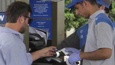 Estacioneros no descartan una medida de fuerza contra las empresas de tarjetas de crédito