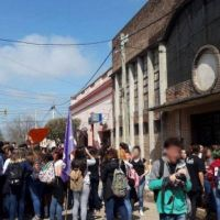 Escándalo en un colegio católico de Cañuelas: una alumna denunció que un cura abusó de ella