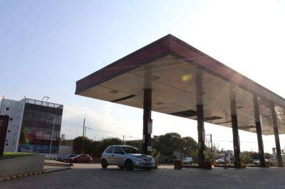 Cerraron diez estaciones de servicio y se agudiza la baja del consumo de combustibles